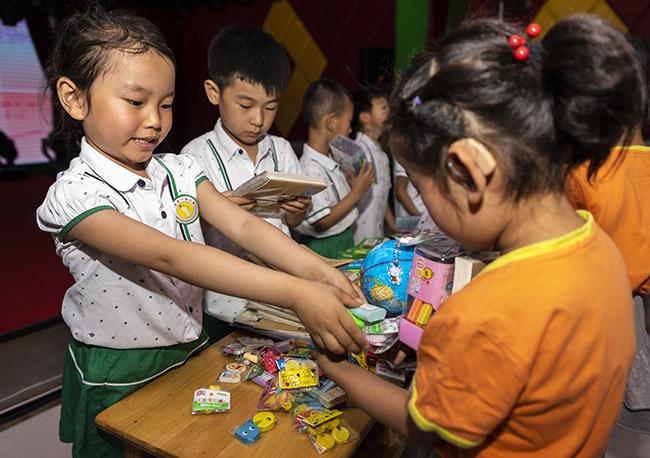 河北张家口一幼儿园开展温暖传递活动