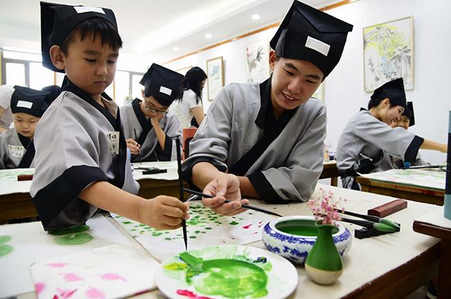 江苏镇江黎明社区国学堂对小朋友开放