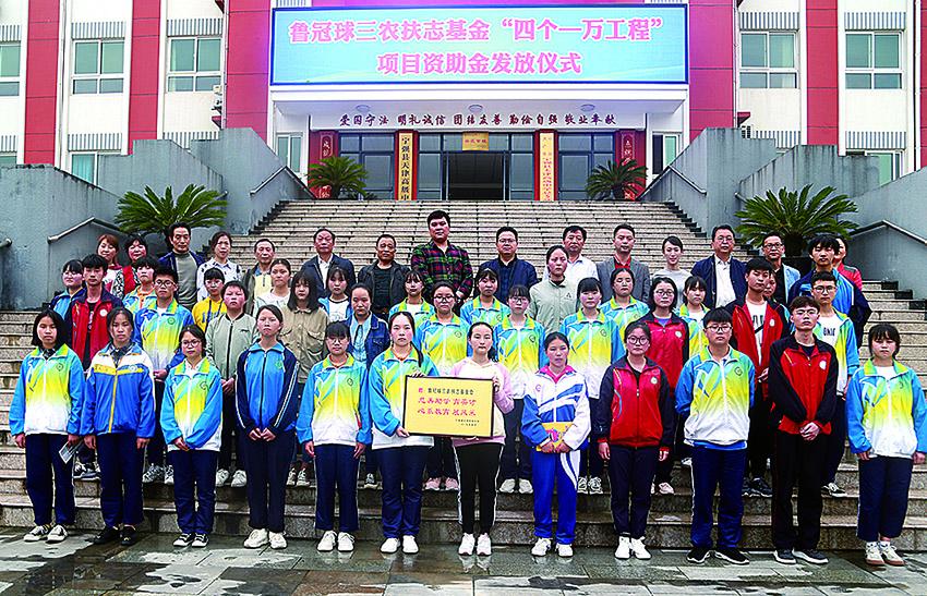 """""""四个一万工程""""在陕资助贫困学生逾万人"""