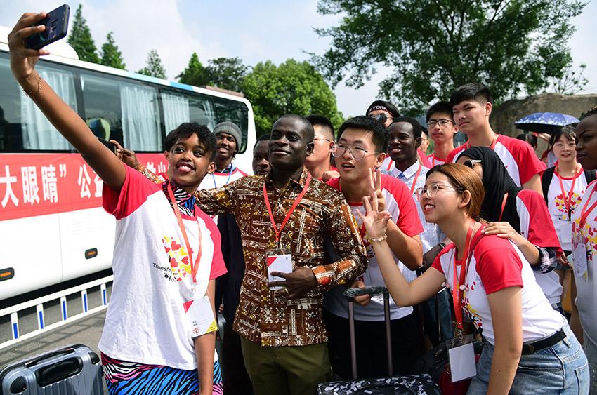 公益行动:江苏大学大眼睛支教团开展支教活动