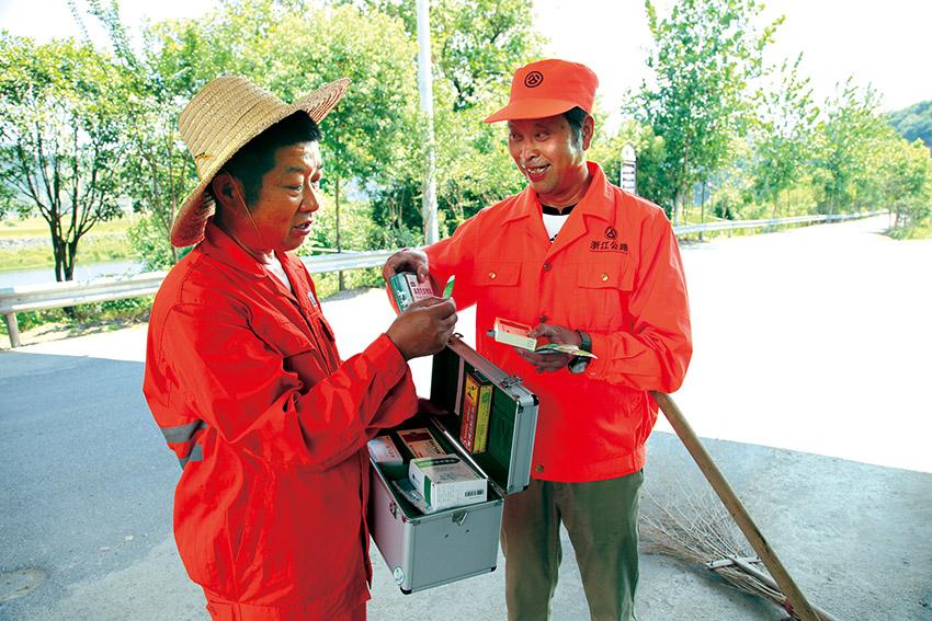 开化县做好一线养护人员防暑工作