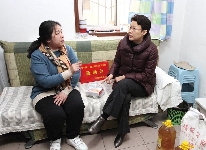 市政府副市长王桂英走访困难群众.jpg